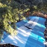 Lla carrera Fiestas Mayas 10K - 10 mil corredores desplegaron la bandera de aliento y cantaron el himnno