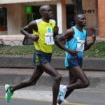 Media Maratón de Bogotá 2013 - Peter Kirui (#1) y Geoffrey Kipsang (#6)