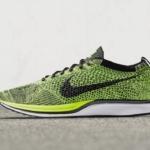 Zapatillas de running Nike Flyknit Racer color Volt y Negro