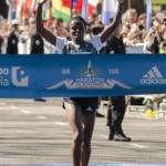 El etíope Siraj AmdaGena ganó la maratón Buenos Aires 42K 2016