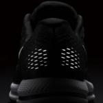 Zapatillas para correr Nike Air Zoom Vomero 12 - Detalle elemento reflectivo - Color negro para hombre