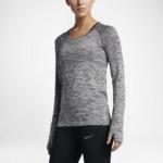 Camiseta mangas largas para correr Nike Dry Knit para mujer color gris - detalle reflectante delantero