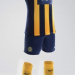 Conjunto camiseta. short y medias Rosario Central Nike 2018 local - Kit Home