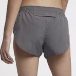 Short de running Nike Elevate de 8 cm para mujer - detalle bolsillo
