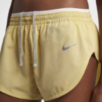 Short de running Nike Elevate de 8 cm para mujer - color limón