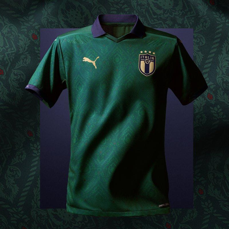 Camiseta de Italia marca Puma color verde 2020