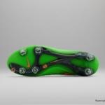 El botín de fútbol Nike Magista cuenta con un Verde veneno superior y un Swoosh Naranja - Tapones