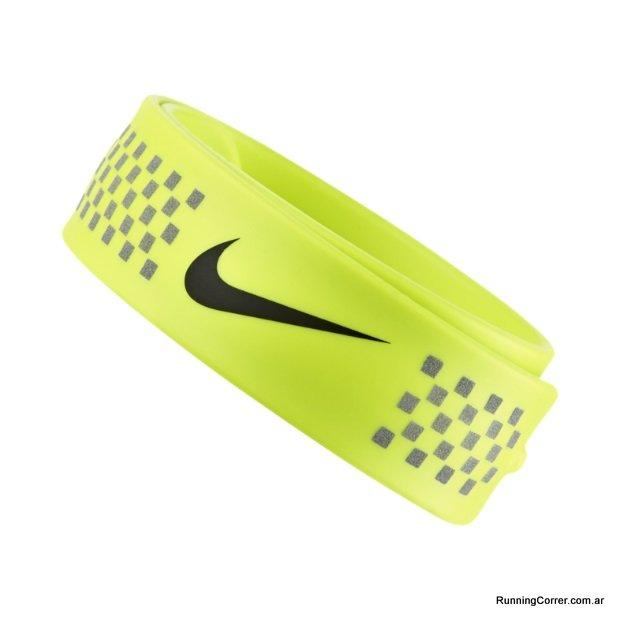 Banda reflectiva Nike Running autoplegable que se pone en tobillo o muñeca