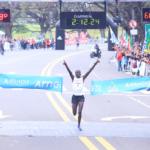 El Keniata Jonathan Chesoo ganó la Maratón 42k Arnet Buenos Aires 2015