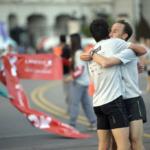 LANPASS 10K en Buenos Aires 2015 - Abrazo entre Javier Carriqueo y Mariano Mastromarino