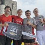 El ganador del auto Paco Piotrowsky, la ex-Leona Ayelén Stepnik y Julián Weich junto con Analía Bocassi - Carrera Unicef Rosario 2016