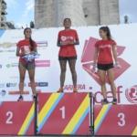 Podio mujeres Andrea Lazzarini, Virginia Mercado y Antonella Neri - Carrera Unicef Rosario 2016