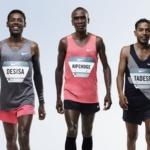 Lelisa Desisa de Etiopía, Eliud Kipchoge de Kenia y Zersenay Tadese de Eritrea están todos alineados para intentar correr una maratón por debajo de de dos horas