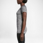 Camiseta mangas cortas para correr Nike Dry Knit para mujer color gris