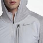 Nike Therma Sphere Element Hybrid - detalle cuello y bolsillo en el pecho