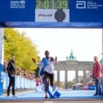 Eliud Kipchoge rompiendo el récord en el Maratón de Berlín 2018