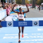 Gladys Cherano ganando el Maratón de Berlín 2018